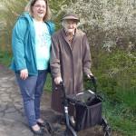 """""""Nicht zu fassen, welches Tempo die 101-jährige Broistedterin Vera Schmidt vorgibt."""" Melanie Kröhl äußert dies erstaunt bei der Fotopause"""